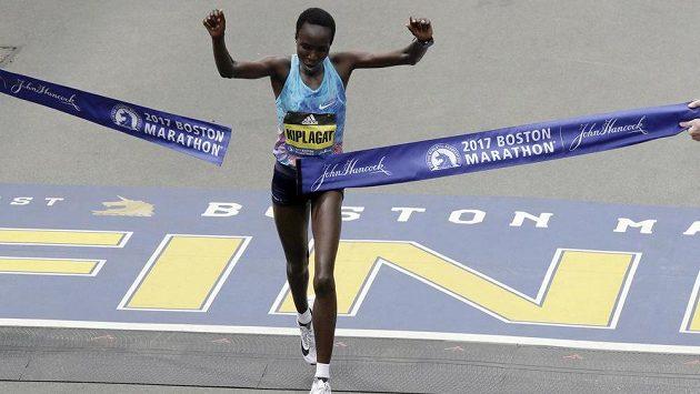 Edna Kiplagatová z Keni proťala jako první cílovou pásku Bostonského maratónu.