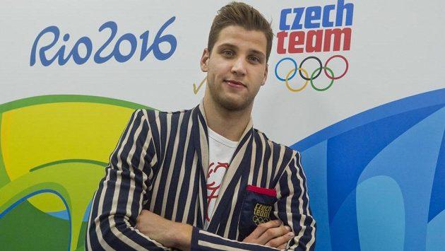 Šermíř Alexander Choupenitch při výdeji olympijské kolekce.