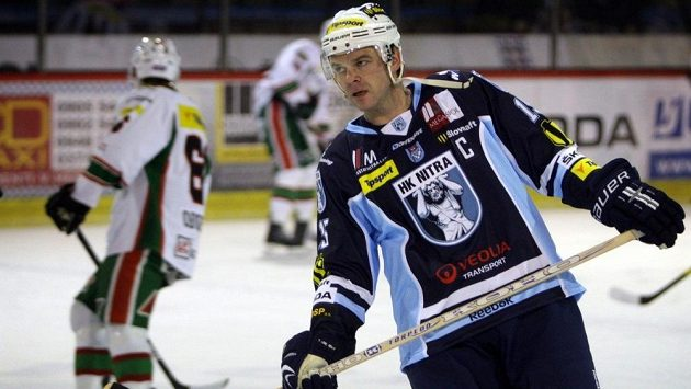 Slovenský hokejista Jozef Stümpel v dresu Nitry.