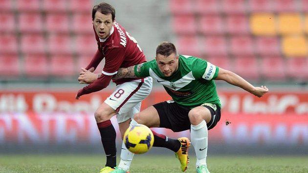 Záložník Sparty Marek Matějovský (vlevo) a jablonecký útočník Antonín Fantiš během přípravného utkání.