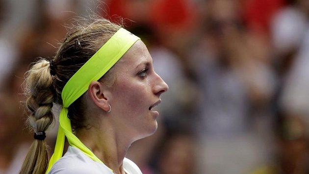 Petra Kvitová slaví vítězství nad Richel Hogenkampovou z Nizozemska.