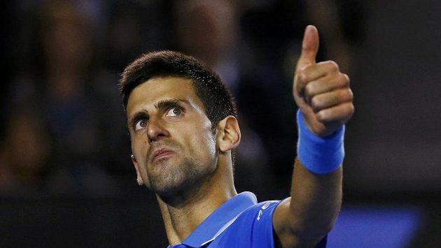 Vítězné gesto Novaka Djokoviče v semifinále Australian Open.