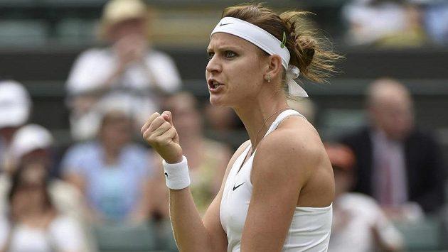 Česká tenistka Lucie Šafářová ve čtvrtfinálovém duelu s Ruskou Jekatěrinou Makarovovou.