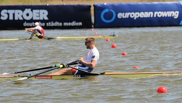 Ondřej Synek (dole) v dramatickém finiši uhájil bronz před Belgičanem Hannesem Obrenem.