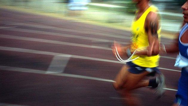 Běžet naslepo městský závod není vůbec jednoduché. (ilustrační foto)