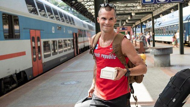 Jakub Holuša během odjezdu na loňské mistrovství Evropy do Berlína.
