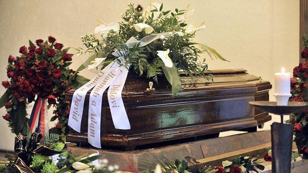 Poslední rozloučení s legendárním hokejistou Jaroslavem Holíkem, který zemřel před týdnem ve věku 72 let, se konalo 24. dubna v Jihlavě.