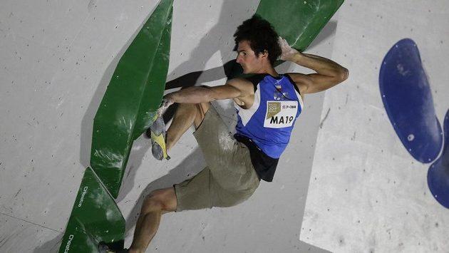Adam Ondra v semifinále boulderingu na MS.