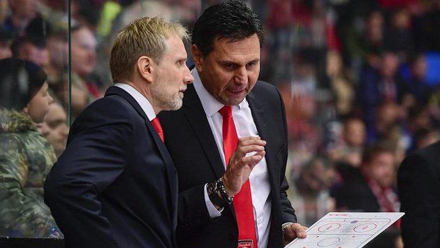 Trenéři Hradce Králové zleva Tomáš Martinec a Vladimír Růžička.