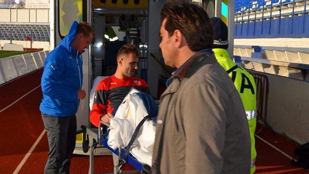 Plzeňský fotbalista Radim Řezník bezprostředně po zranění během přípravného duelu proti Krasnodaru.