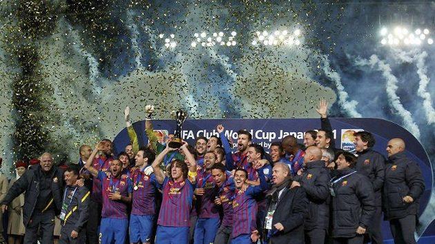 Fotbalisté Barcelony oslavují vítězství v klubovém mistrovství světa.