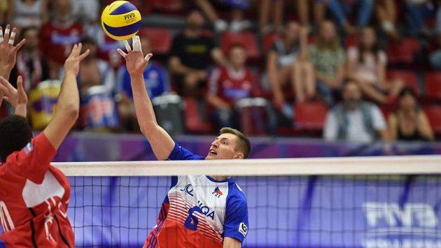 Čeští volejbalisté porazili v úvodním utkání domácího turnaje Světové ligy v Českých Budějovicích Egypt 3:2 a vybojovali druhou výhru v soutěži.