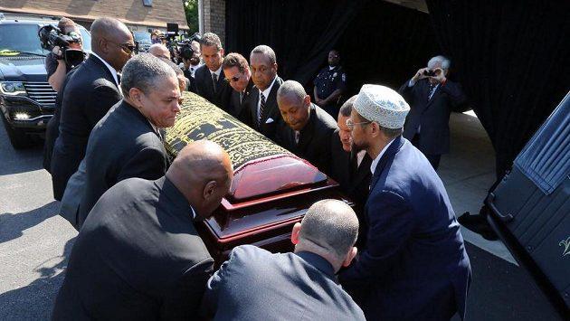 Rakev s ostatky Muhammada Aliho.