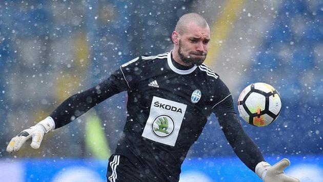 Brankář Boleslavi Martin Poláček při utkání v Liberci.