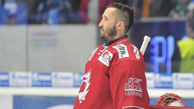 Brankář Třince Šimon Hrubec se soustředí před čtvrtým zápasem semifninále play off v Plzni..