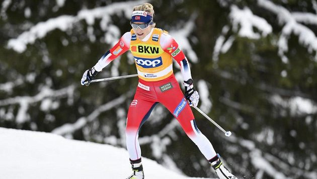 Norka Therese Johaugová ovládla závod s hromadným startem na 10 km