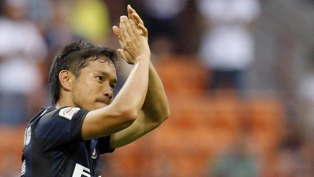 Yuto Nagatomo z Interu Milán se raduje z gólu proti Janovu.