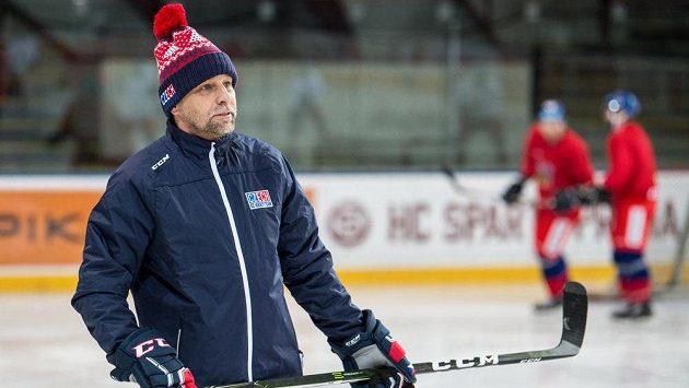 Trenér Josef Jandač během tréninku hokejové reprezentace.