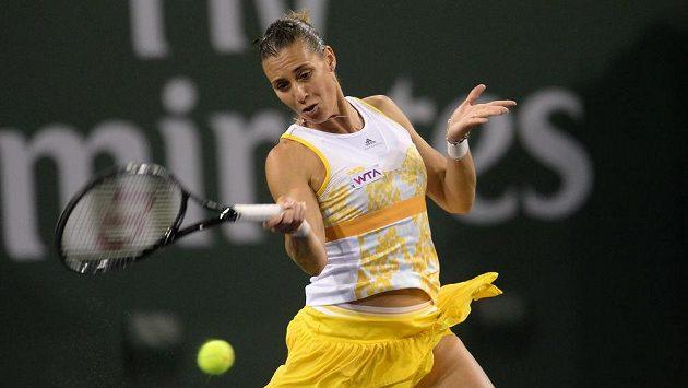 Italská tenistka Flavia Pennettaová během semifinálového duelu v Indian Wells proti Číňance Li Na.