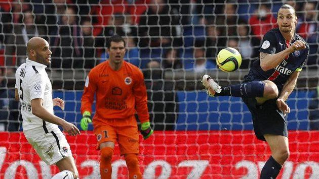 Akrobatické zakončení Zlatana Ibrahimovice v duelu s Caen.