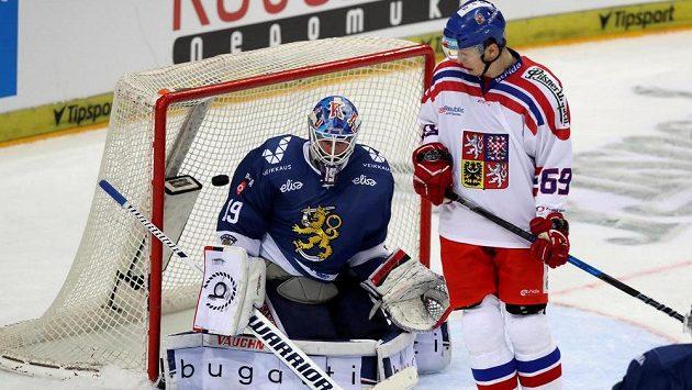 Český hokejový reprezentant Lukáš Radil během utkání s Finskem.