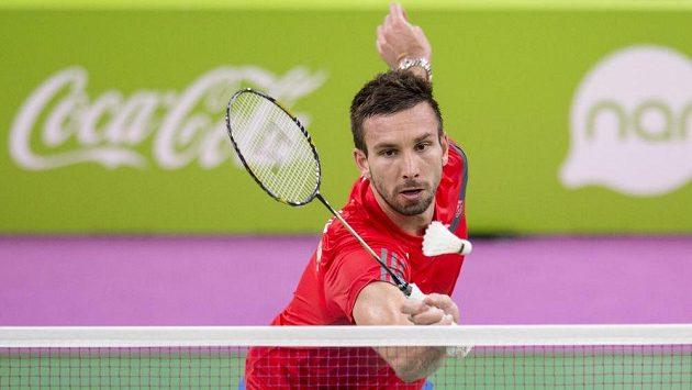 Český badmintonista Petr Koukal ve čtvrtfinálovém zápase s Němcem Dieterem Domkem.