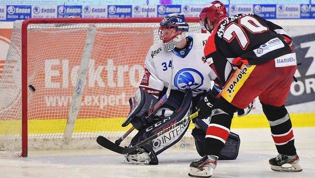 Radek Smoleňák z Hradce Králové dává rozhodující gól ze samostatného nájezdu. V brance Plzně je Dominik Frodl.