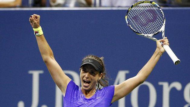 Obrovská radost Petry Cetkovské. Na centrkurtu strávila přes tři hodiny, ale její duel s Caroline Wozniackou měl vítěznou tečku.
