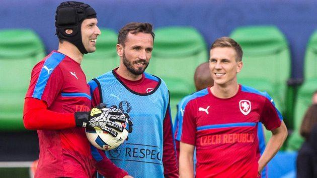 Čeští fotbalisté na tréninku před zápasem s Chorvatskem. Zleva brankář Petr Čech, obránce Tomáš Sivok a záložník Bořek Dočkal.