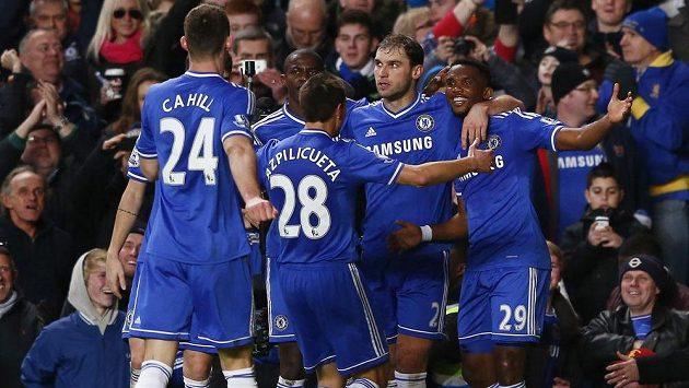 Samuel Eto'o (zcela vpravo) sestřelil Manchester United.