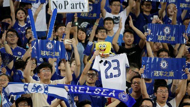 Fanoušci Chelsea během zápasu Blues s Arsenalem na asijském turné.