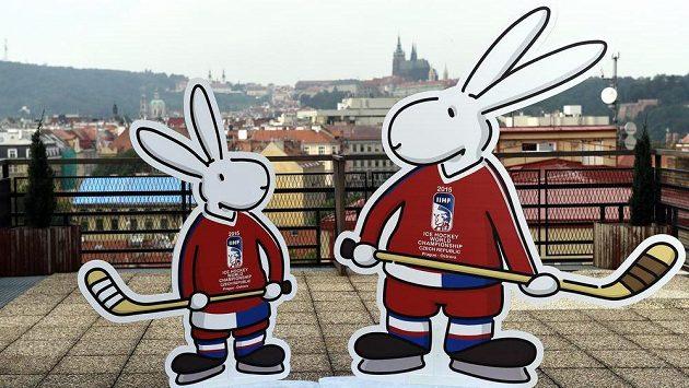 Oficiální maskoti Bob a Bobek k mistrovství světa 2015 v ledním hokeji během jejich představení v Praze.