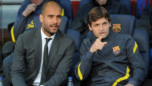Ještě v květnu minulého roku seděli Pep Guardiola a Tito Vilanova (vpravo) na společné lavičce Barcelony na Nou Campu.