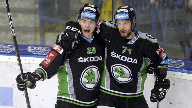 Radan Lenc a Tomáš Hyka z Mladé Boleslavi se radují z gólu - ilustrační foto.