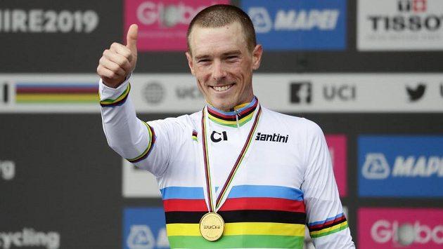 Australský cyklista Rohan Dennis obhájil na mistrovství světa v britském Harrogate zlato v časovce.