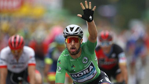 Slovenský cyklista Peter Sagan v zeleném trikotu vyhrál opět etapu na Tour de France.