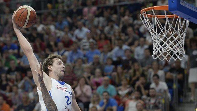 Basketbalista Jan Veselý v přípravném zápase proti Mexiku.