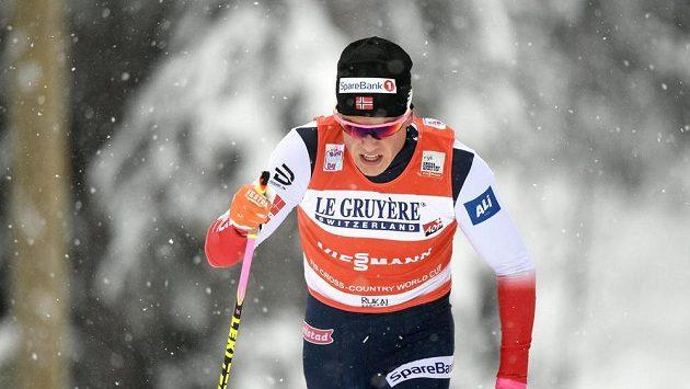 Nor Johannes Hoesflot Klaebo při sprintu SP v Ruce.