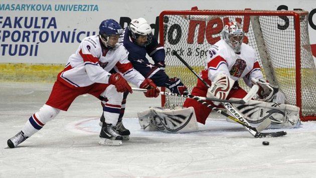 Čeští hokejisté hrají po výprasku od USA s Kanadou.