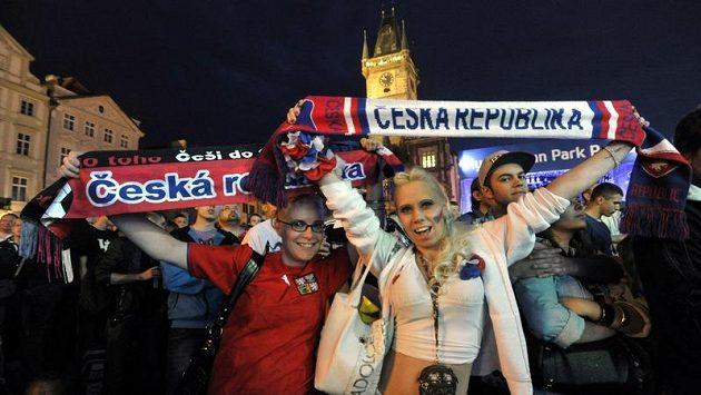 Fanoušci při sledování zápasu české fotbalové reprezentace s Ruskem na EURO