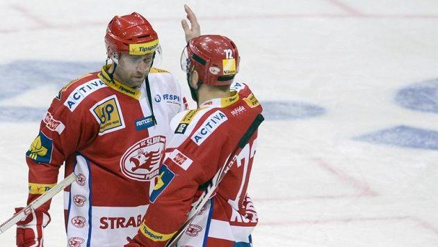 Slávistický útočník Jaroslav Bednář (vlevo) zaznamenal proti Chomutovu hattrick.