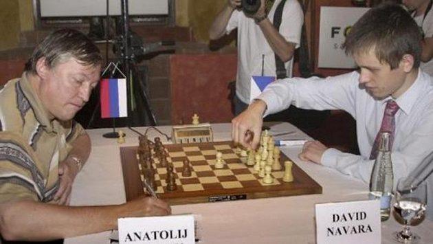 Česká šachová jednička David Navara (vpravo) se střetla s legendárním Rusem Anatolijem Karpovem - ilustrační fotografie.