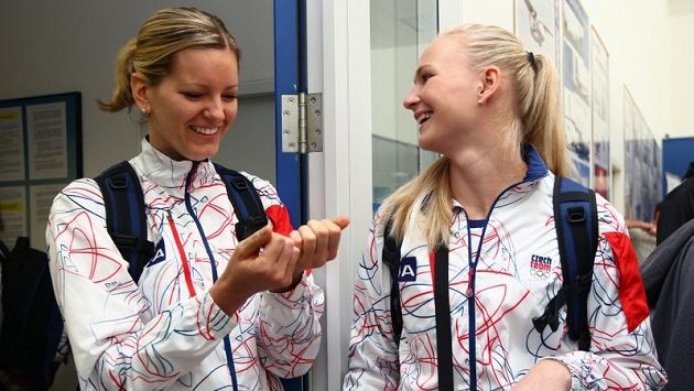 Basketbalistky Eva Vítečková (vlevo) a Michaela Zrůstová