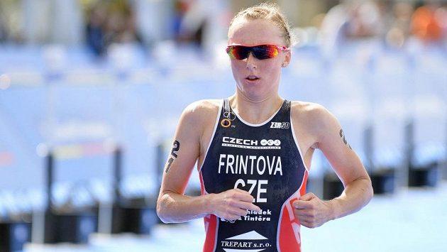Česká triatlonová jednička Vendula Frintová by neměla v Karlových Varech chybět.