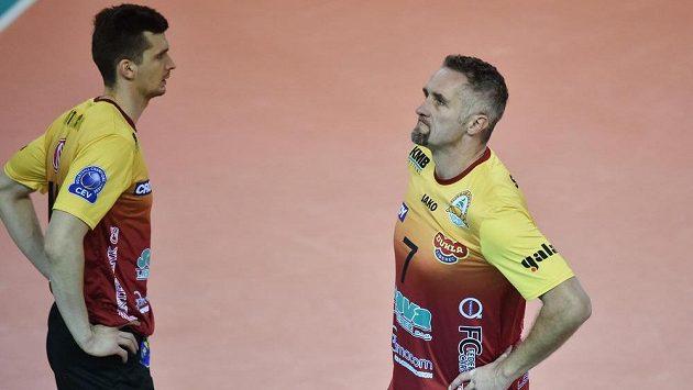 Zklamaní hráči Liberce Lubomír Staněk (vpravo) a Sławomir Stolc po těsné prohře s Rzeszówem.