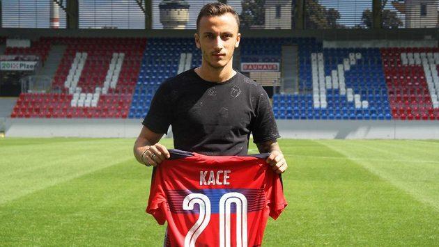 Ergys Kace přichází do Plzně z PAOK Soluň na roční hostování s opcí.
