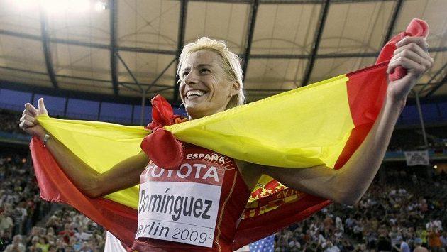 Španělská běžkyně Marta Domínguezová na snímku z roku 2009, kdy jásala po zlatu na 3000 m překážek na MS v Berlíně.