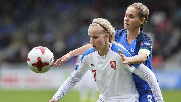 Zleva Češka Aneta Pochmanová a Océane Deslandesová z Francie.
