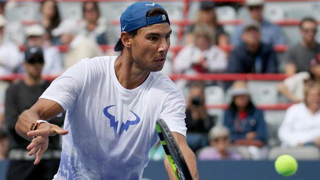 Rafael Nadal při tréninku v Montrealu, kde bude útočit na pozici světové jedničky.