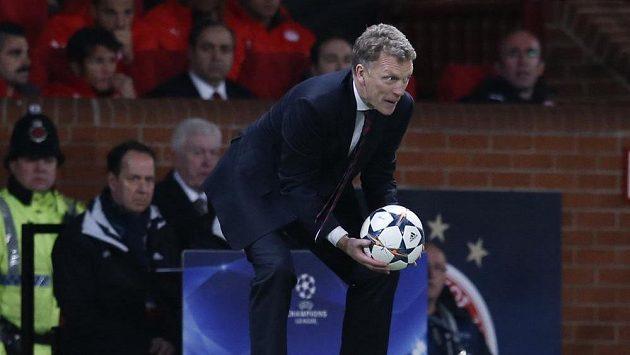 Trenér Manchesteru United David Moyes v zápase s Olympiakosem.